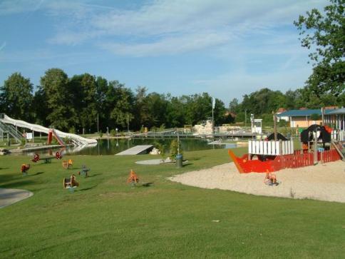 Spielplatz und Strandbereich