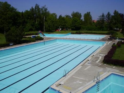 Schwimmerbecken vor der Sanierung